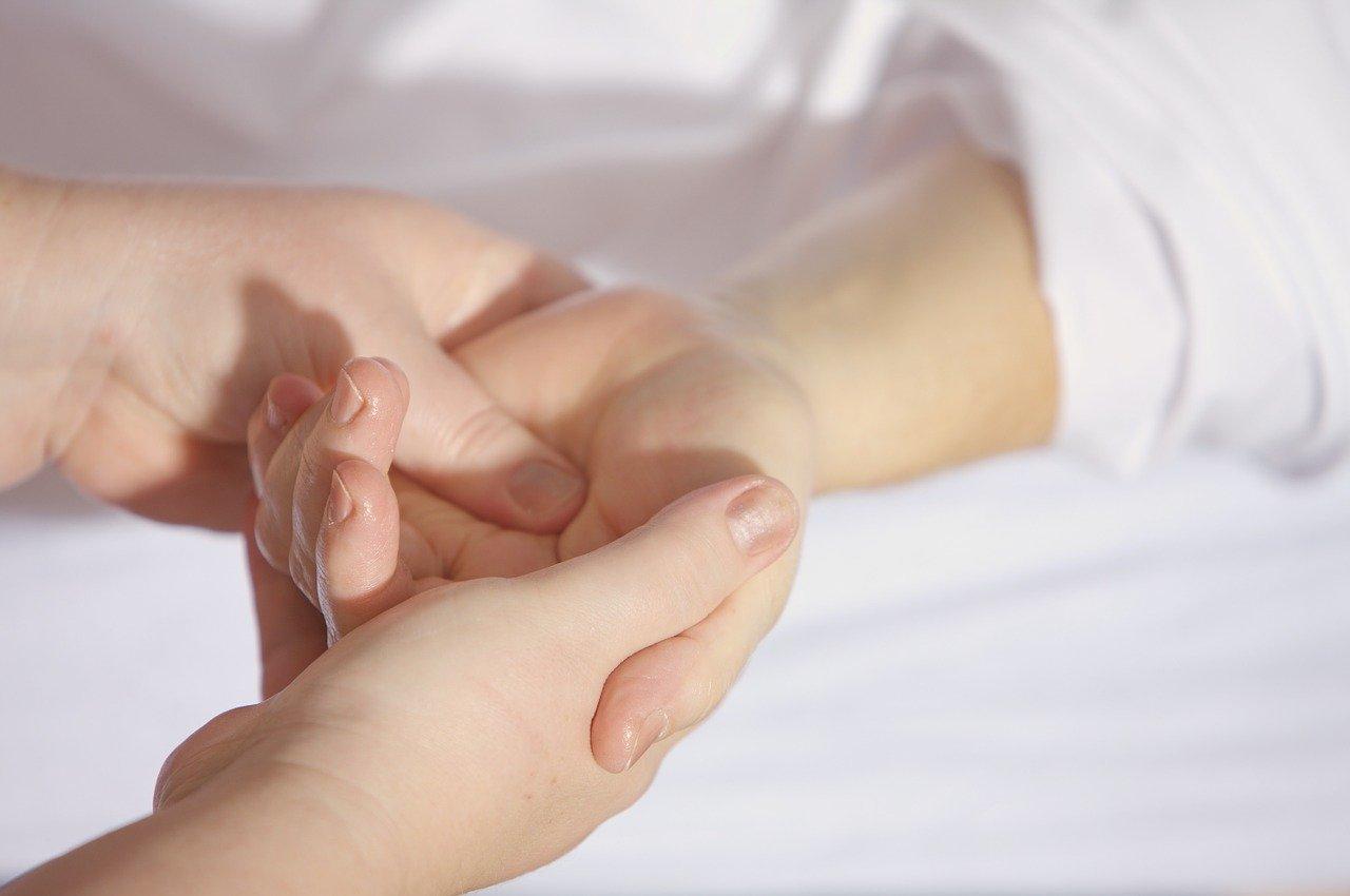 Zespół cieśni nadgarstka – pomoc osteopaty